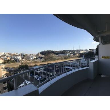 「バルコニー」8階のため眺望は良好です