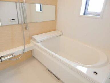 浴室には暖房乾燥機もついています。一年中快適なバスライフをあなたに