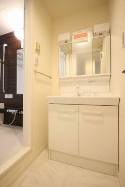 ◆洗面台◆忙しい朝も便利な洗髪洗面化粧台♪