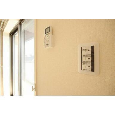 ◆洋室(6.8帖)◆電動シャッターはボタン一つで開閉が楽チンです!