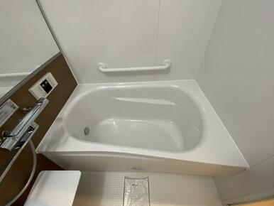 広い浴室でリラックスできそうです。