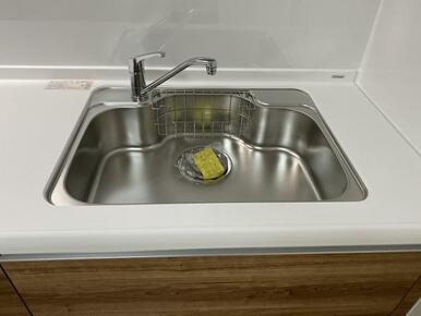 広いシンクで洗い物がしやすそうです。