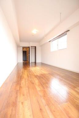 2面採光で室内が明るい!ゆとりある11帖の洋室