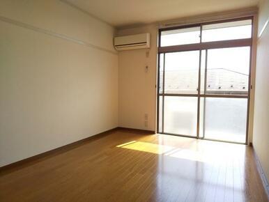 エアコン付きで快適・6帖洋室