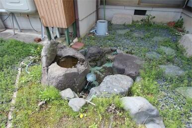 池のある庭って憧れますね。水生植物を育てたり、水の流れを鑑賞したり。
