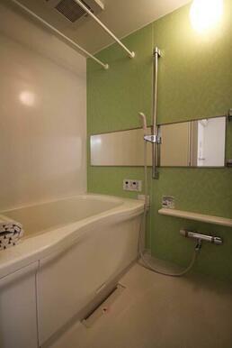 【浴室】アクセントパネルで爽やかな印象のある浴室です♪『追いだき』&『浴室乾燥機』付きです☆