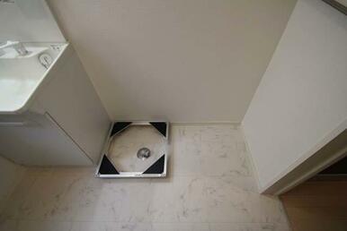 【脱衣所】室内洗濯置き場が御座います☆ 移動式洗濯機置き場も御座います☆