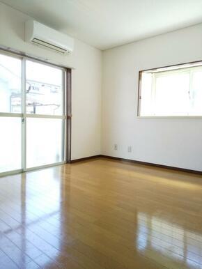 2階・2面採光 6帖のエアコン付き洋室