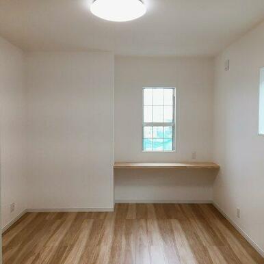 2階8.3帖洋室。約3帖のウォークインクローゼットがあります!