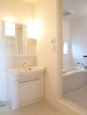 【洗面所】とても便利な洗髪洗面化粧台は今や必須アイテム!