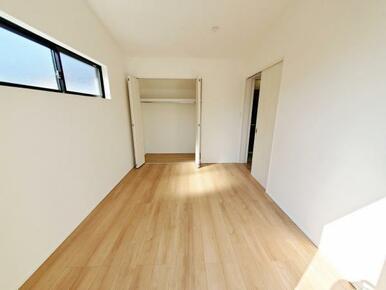 1号棟:洋室 全室収納スペース付きなので住空間もスッキリします。