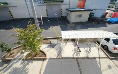 屋根付き駐輪場がございます☆