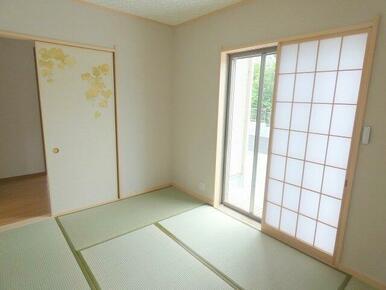 温かい落ち着いた雰囲気のある和室です