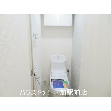 トイレ新規交換してあります♪収納棚もあるので便利!