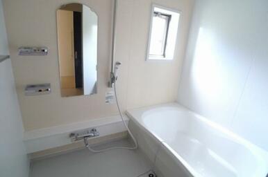 【浴室】追焚機能に加えて浴室乾燥暖房機付きです!!快適なバスタイムをお過ごしください☆