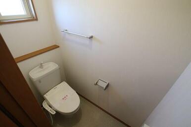 トイレ/扉つきの収納付きです