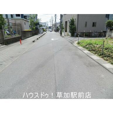 土地前の道路です!
