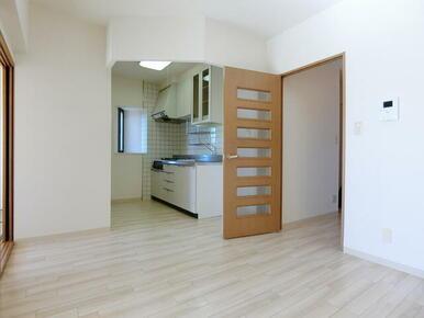 ★床は白を基調としており清潔感がございます★