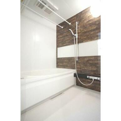 ◆バスルーム◆追い焚き機能付きで、いつでも温かい湯船につかることができます♪カビ防止や部屋干しに便利
