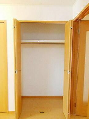 収納スペースがたくさんあるのでお部屋を広く使えます☆