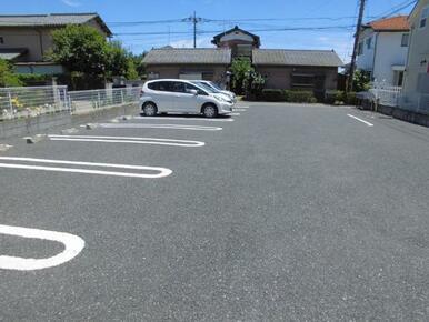 駐車場です。※ご利用の場合は、別途手数料(駐車場+消費税)がかかります。