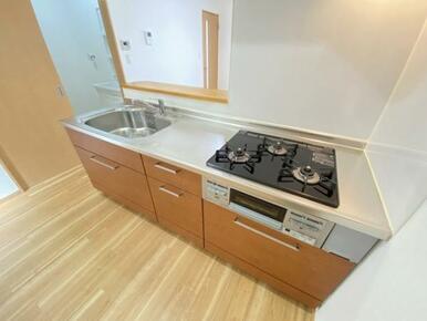 広々と使えるキッチンです