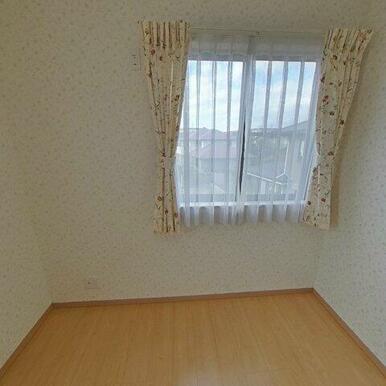 2階5.8帖洋室。クローゼットがあります!