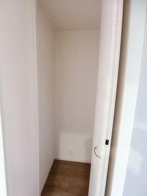 1階廊下 収納