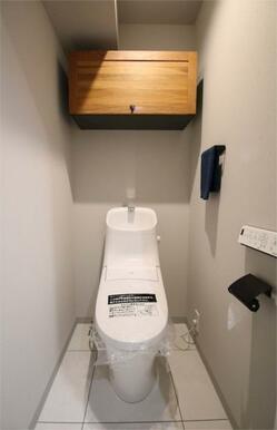 収納棚は木を使うことによって落ち着きのある御手洗に仕上げました。