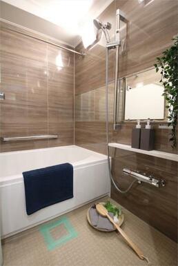 追い炊き付きの浴槽で、いつでも暖かいお風呂に入ることができます!