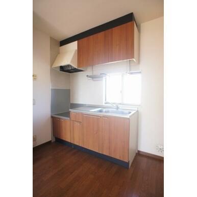 ☆キッチン☆収納は上下にあり、鍋やフライパン等の大きい物もいろいろ収納できます☆