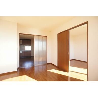 ☆リビング~DK、洋室☆スライディングスクリーンと洋間の扉は取り外して広い空間にすることもできます☆