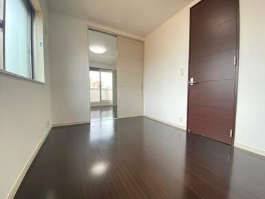3階 約5.5帖北側洋室の別角度です。