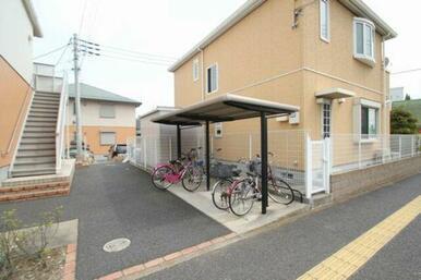 入居者専用駐輪場は屋根付きです!