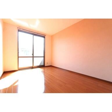 ★洋室★窓が大きいほど、光がより差し込みます♪