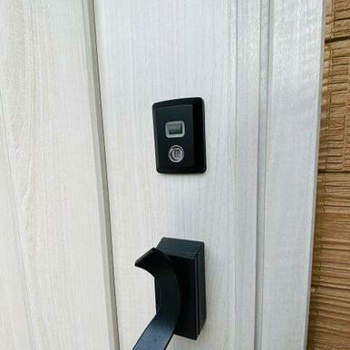 タッチキー搭載ドアで荷物を持っていても施錠・解錠楽々です!
