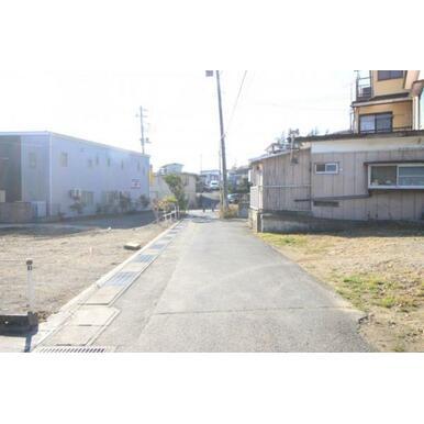 前面道路写真(令和元年12月撮影)。