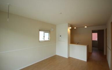 LDK10.9帖です。家具選びは近隣IKEAなどあり今から新生活のプラン造りが楽しみですね。