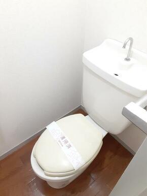 トイレは各階に御座います★