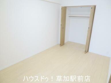 収納付きの洋室です!床はフローリングなのでお掃除も楽々です♪