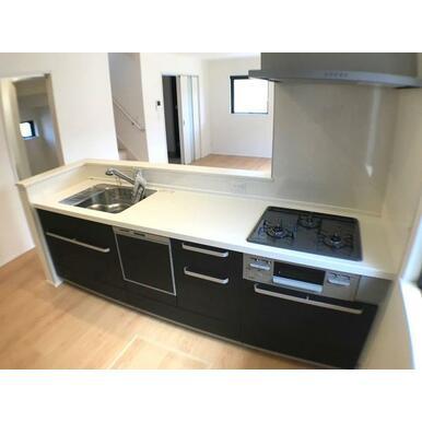 キッチン 忙しいママをサポートしてくれる食洗機付きの大型オープンキッチン。