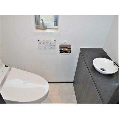 二階のトイレは手洗い器が付いています