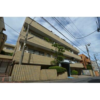西武新宿線「沼袋」駅徒歩3分の駅近物件。安心の新耐震基準のマンションです! エントランスはオートロック