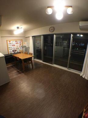 【LD】バルコニーに面した家族団らんのスペース♪