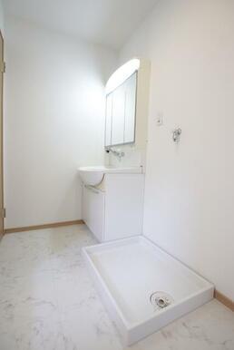 清潔感のある洗面スペース♪
