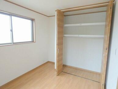 2階5.3帖洋室クローゼット