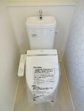 【トイレ同仕様写真】 家計と環境に優しい、節水型ウォシュレット付トイレ!