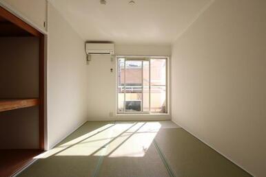 最上階・南西向きで日当たり良好の居室