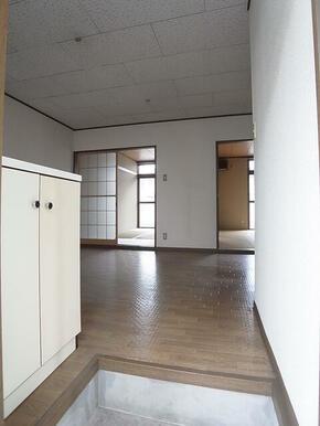 玄関からの景色☆靴箱アリ♪※別のお部屋の写真です