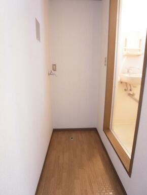 室内洗濯機置き場があり、とっても便利♪※別のお部屋の写真です